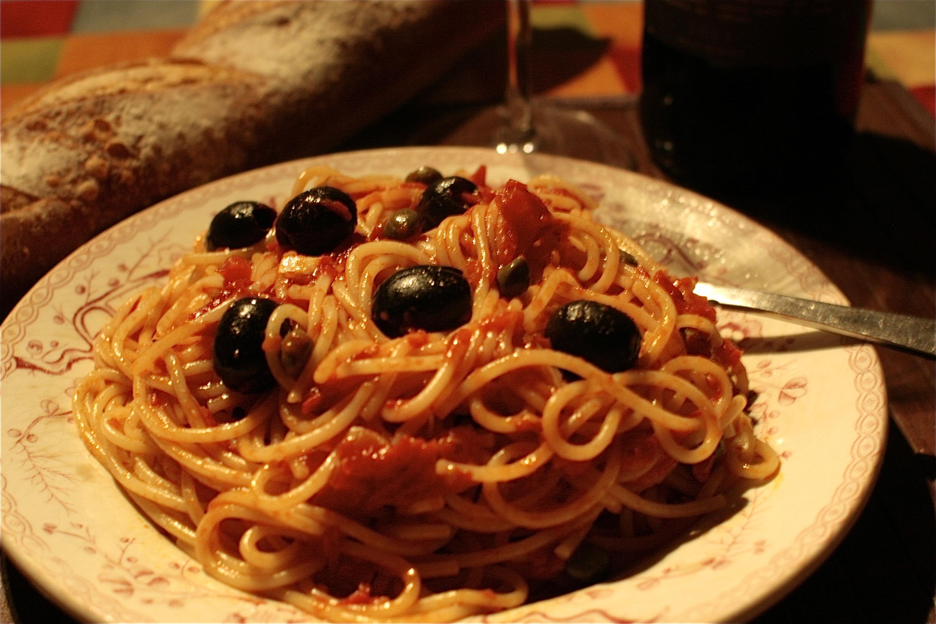 Spaghetti-alla-puttanesca-procedimento