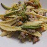 Pasta fiori di zucca e salsiccia piccante